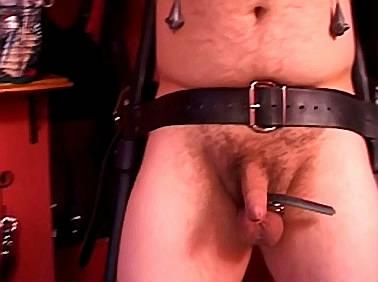 Keiharde tepel marteling sexfilm
