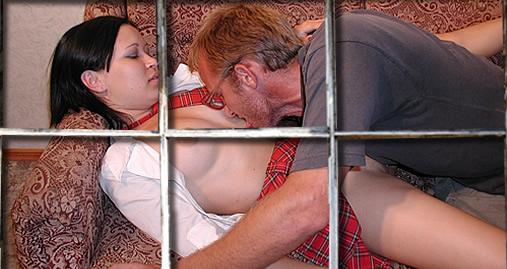 Vader neukt zijn dochter diep