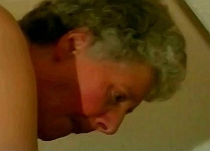 Kleinzoon woont oma anaal uit met zijn neuk staaf