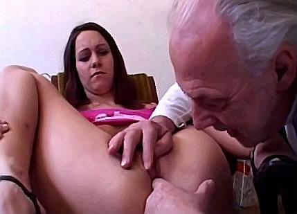 Opa zijn vette spermaknots in kleindochter haar spleetje